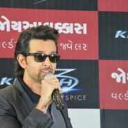 13oct Hrithik JoyAlukkas Krrish15 185x185 IN PICTURES: Hrithik Roshan promoting with Joyalukkas Krrish 3 in Ahmedabad, Gujarat