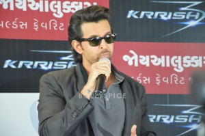 13oct Hrithik JoyAlukkas Krrish16 300x199 Hrithik Roshan Talks All Things Krrish at the Joy Alukkas Launch in Ahmedabad