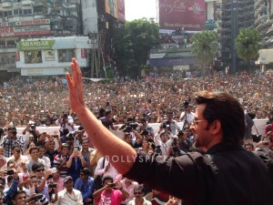 13oct Hrithik Krrish3 Baroda02 300x225 Hrithik Roshans gargantuan welcome in Baroda