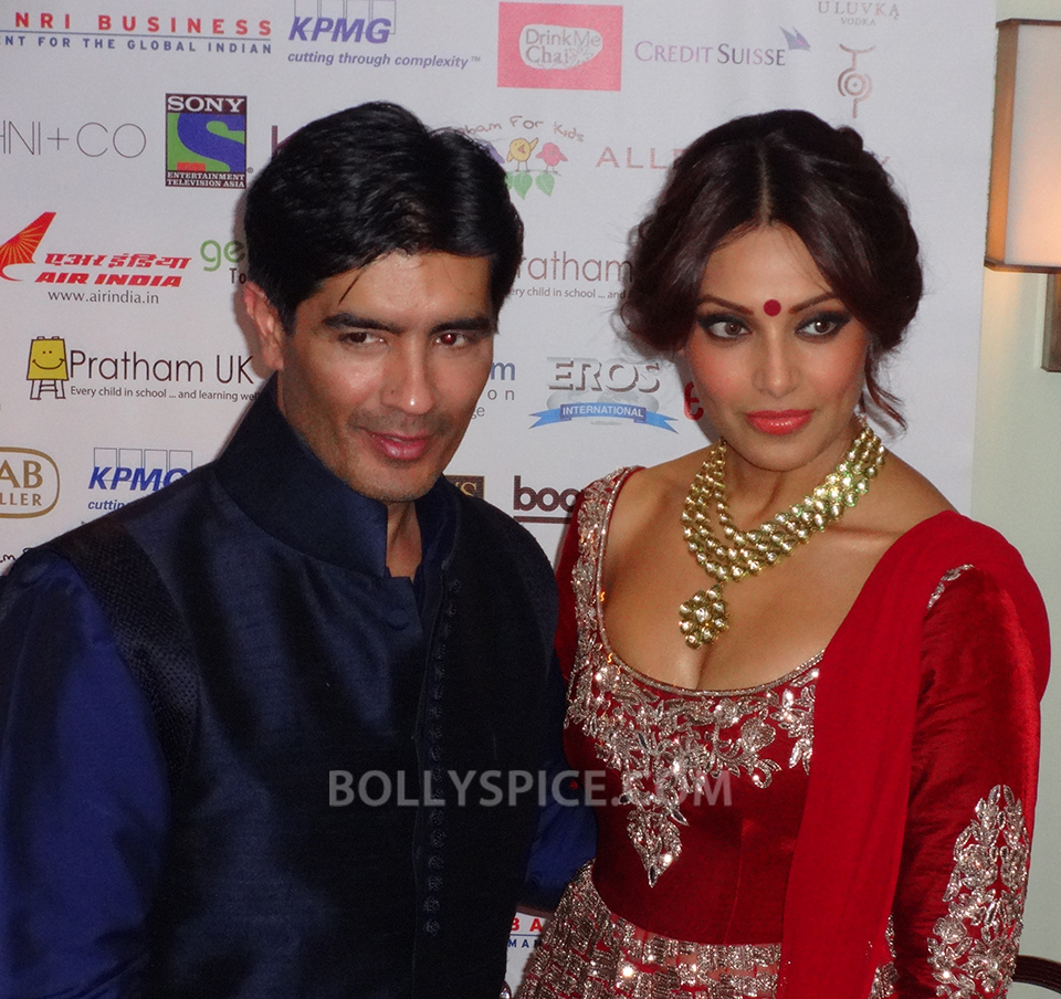 13oct Manish Bipasha Esha02 Manish Malhotra celebrated 100 years of Indian Cinema at the ARTiculate Pratham Ball 2013