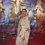 13oct Rani Bhog02 185x185 IN PICTURES: Rani Mukerji and Kajol serves bhog at North Bombay Sarbojanin Durga Puja