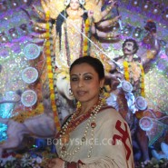 13oct Rani Bhog04 185x185 IN PICTURES: Rani Mukerji and Kajol serves bhog at North Bombay Sarbojanin Durga Puja