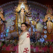 13oct Rani Bhog07 185x185 IN PICTURES: Rani Mukerji and Kajol serves bhog at North Bombay Sarbojanin Durga Puja