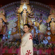 13oct Rani Bhog08 185x185 IN PICTURES: Rani Mukerji and Kajol serves bhog at North Bombay Sarbojanin Durga Puja