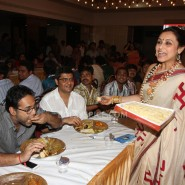 13oct Rani Bhog12 185x185 IN PICTURES: Rani Mukerji and Kajol serves bhog at North Bombay Sarbojanin Durga Puja