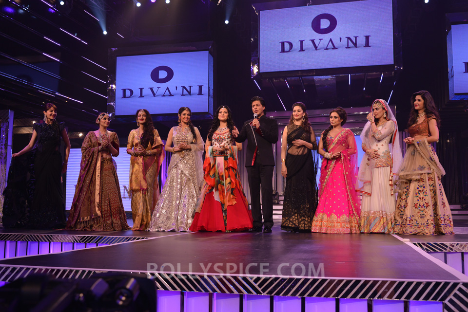 13oct YRFDivani01 Divani Launch: Shahrukh walks the ramp with Yash Chopra's heroines!
