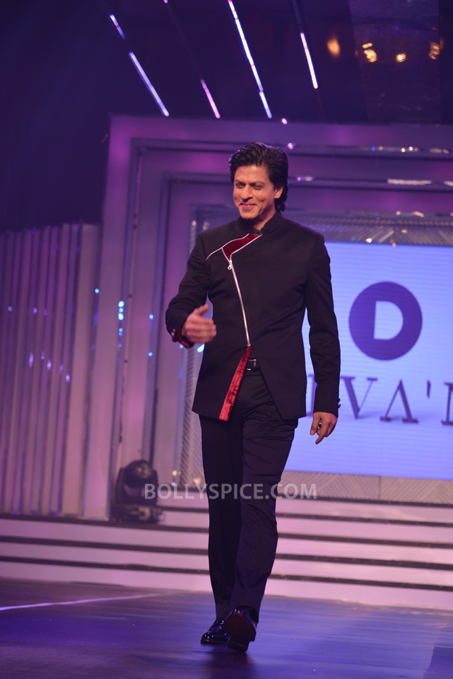 13oct YRFDivani20 Divani Launch: Shahrukh walks the ramp with Yash Chopra's heroines!