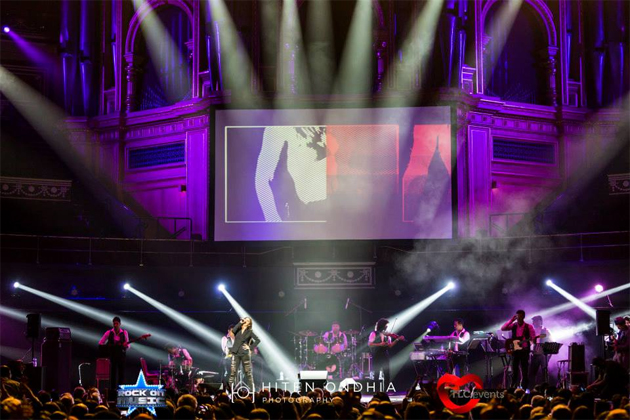 13sep sunidhiconcert 04 BollySpice Review: Sunidhi Chauhan creates history at Royal Albert Hall with a spellbinding concert!