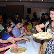 Kajol at North Bombay Sarbojanin Durga Puja1 185x185 IN PICTURES: Rani Mukerji and Kajol serves bhog at North Bombay Sarbojanin Durga Puja