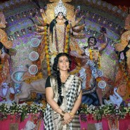 Kajol at North Bombay Sarbojanin Durga Puja2 185x185 IN PICTURES: Rani Mukerji and Kajol serves bhog at North Bombay Sarbojanin Durga Puja