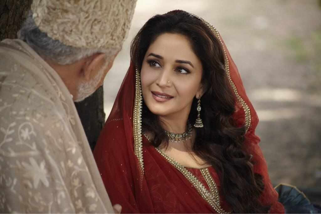 First Look: Madhuri Dixit Looking Gorgeous in Dedh Ishqiya!