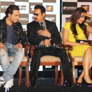 13nov GulshanGrover BullettRaja03 185x185 In Pictures: Cast of Bullett Raja at a Special Event and Press Meet!