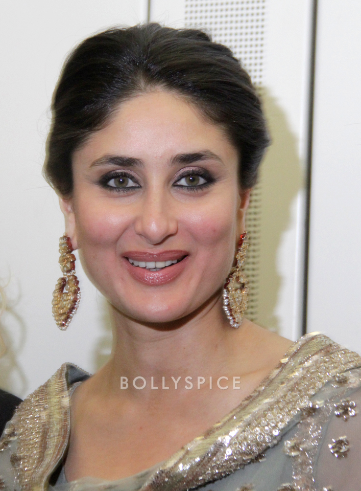 13nov Kareena HouseofCommons02 Kareena Kapoor honoured at House of Commons