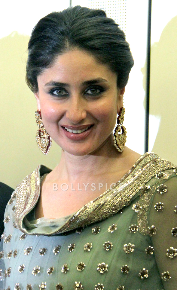 13nov Kareena HouseofCommons03 Kareena Kapoor honoured at House of Commons