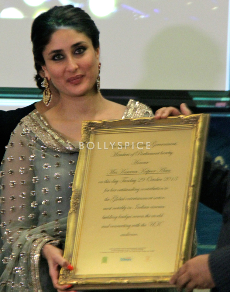 13nov Kareena HouseofCommons07 Kareena Kapoor honoured at House of Commons