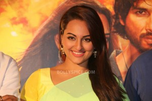 "13nov RRajkumar KadduTrailer2 05 300x200 The most dedicated actor? ""Shahid Kapoor!"" – Sonakshi Sinha"