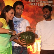 13nov RRajkumar KadduTrailer2 10 185x185 Sonakshi, Prabhu Deva, Sonu Sood launch Kaddu Katega song and R…Rajkumar 2nd trailer