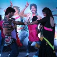 13nov RRajkumar MusicLaunch10 185x185 Shahid and Sonakshi launch R…Rajkumar's music