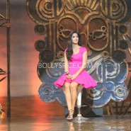 13nov dhoom3launch 16 185x185 Aamir and Katrina launch Dhoom 3 title song