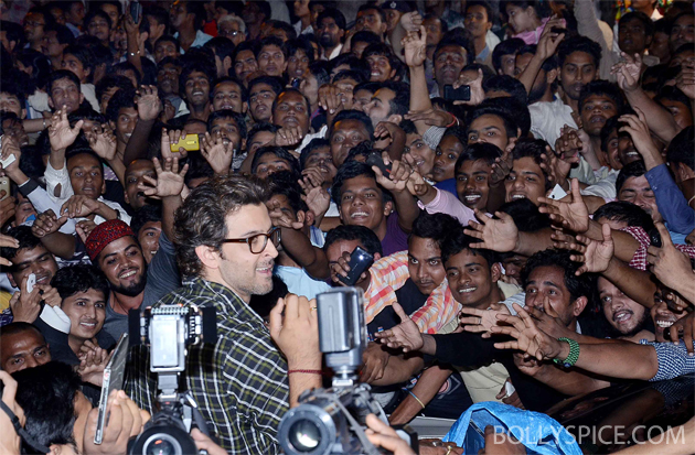 13nov krrish 03 Krrish surprises fans at Gaiety