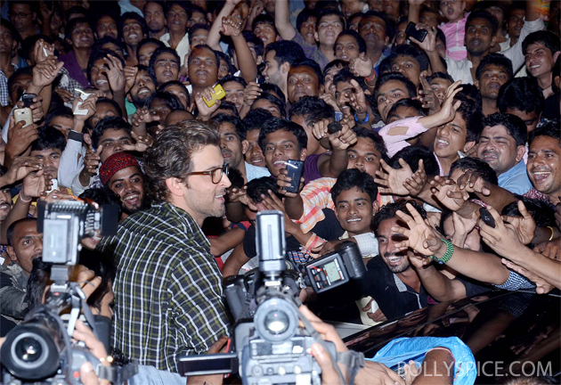 13nov krrish 04 Krrish surprises fans at Gaiety