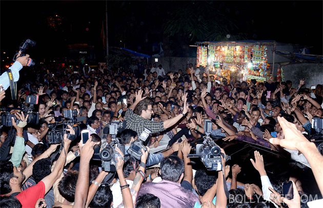 13nov krrish 05 Krrish surprises fans at Gaiety
