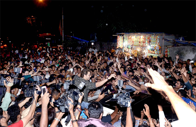 13nov krrish 06 Krrish surprises fans at Gaiety