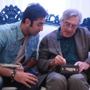 robertdeniroanupamkheractorpreparesvisit26 185x185 Hollywood Screen Legend Robert De Niros Special Visit to Anupam Khers Actor Prepares