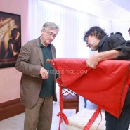 robertdeniroanupamkheractorpreparesvisit31 185x185 Hollywood Screen Legend Robert De Niros Special Visit to Anupam Khers Actor Prepares
