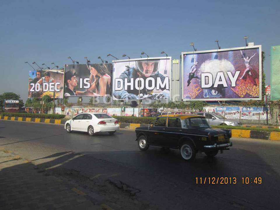 13dec Dhoom3hoarding No advance or special screenings for Dhoom 3   YRF