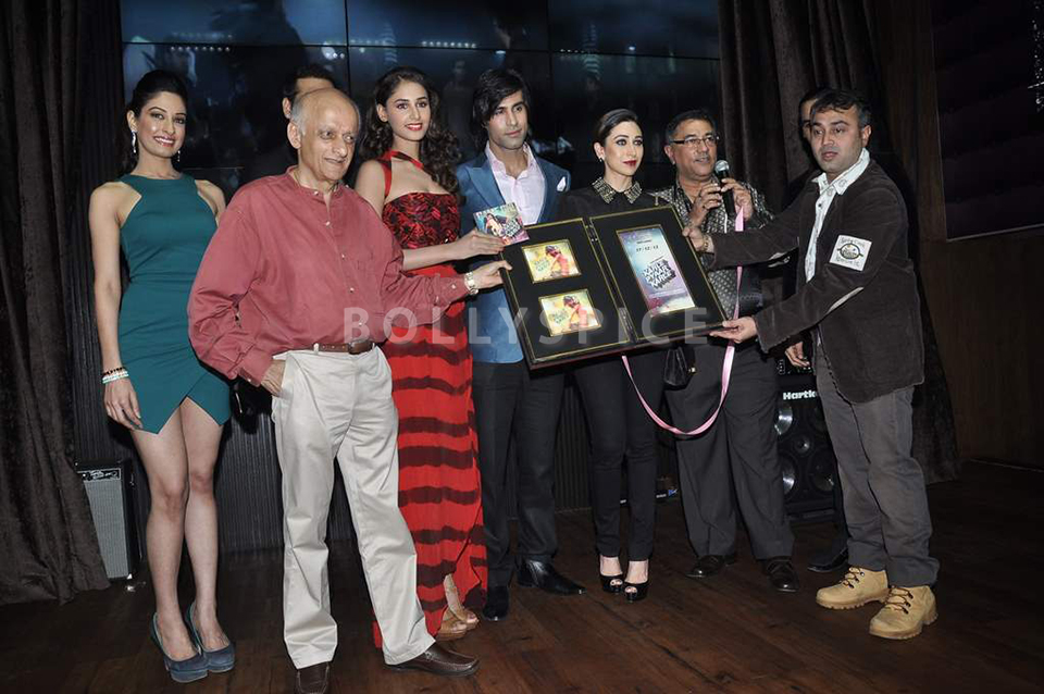 13dec Karisma KPKMusicLaunch06 Karisma Kapoor joins cast and crew at music launch of Karle Pyar Karle