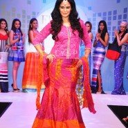 13dec MonaVanyaTangerine03 185x185 Mona Singh and Vanya Mishra walk the ramp at the launch of Tangerine Home Couture