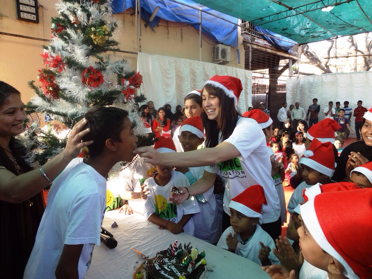image6 When Lauren Gottlieb played Santa to bring Smiles for Children