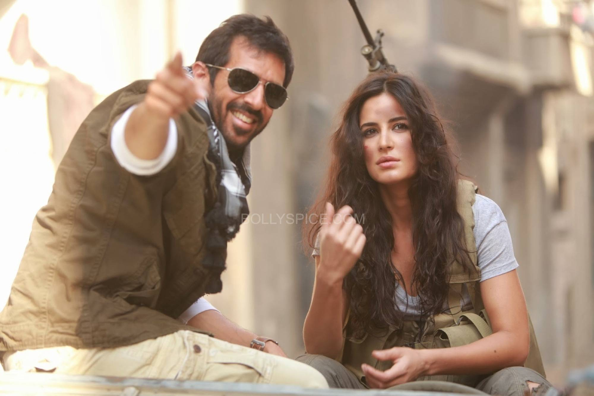 saifkatrinaphantom2 Saif and Katrinas Phantom begins the Mumbai schedule