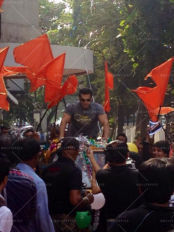 14jan DID4 SalmanKhan Salman makes a grand entrance on Dance India Dance