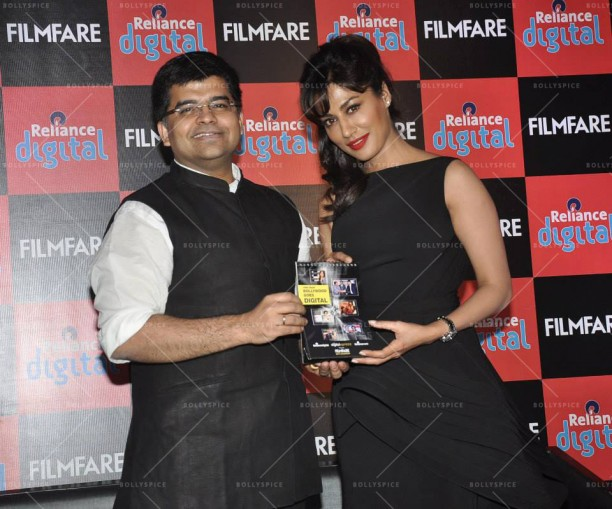 14jan FilmfareCalendar Chitrangada02 612x509 Chitrangada Singh launches Reliance Digital Filmfare calendar