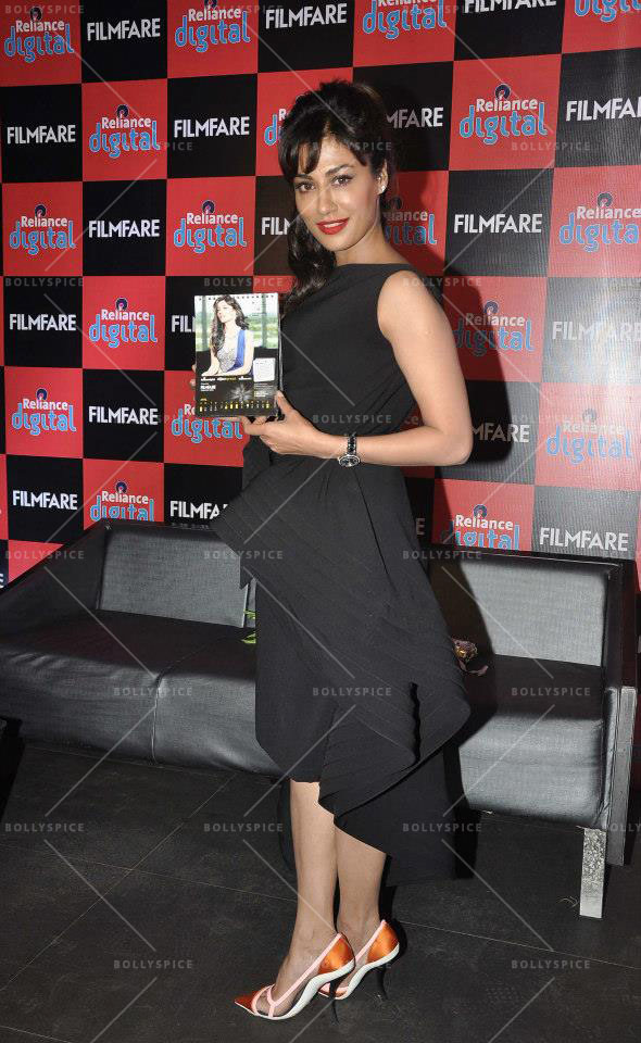14jan FilmfareCalendar Chitrangada04 Chitrangada Singh launches Reliance Digital Filmfare calendar