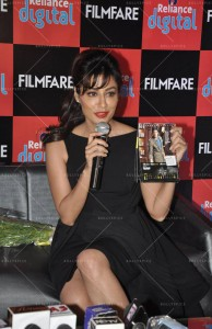 14jan FilmfareCalendar Chitrangada05 194x300 Chitrangada Singh launches Reliance Digital Filmfare calendar