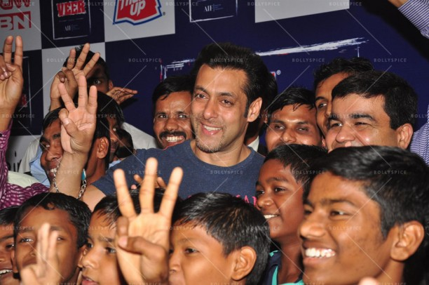 14jan JaiHoSpecialScreeningKids01 612x406 Special Screening of film Jai Ho for NGO kids