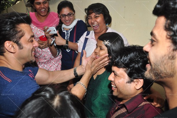 14jan JaiHoSpecialScreeningKids02 612x406 Special Screening of film Jai Ho for NGO kids