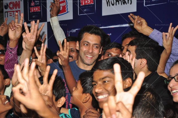14jan JaiHoSpecialScreeningKids04 612x406 Special Screening of film Jai Ho for NGO kids