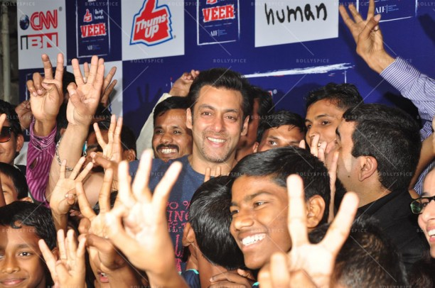 14jan JaiHoSpecialScreeningKids05 612x406 Special Screening of film Jai Ho for NGO kids