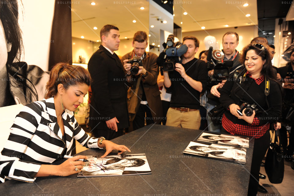 14jan PriyankaGUESS05 Priyanka Chopra meets fans at a GUESS store in London