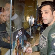 14jan TeamJaiHo Sholay3D12 185x185 IN PICTURES: Team Jai Ho watch Sholay 3D at PVR, Juhu