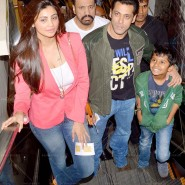 14jan TeamJaiHo Sholay3D28 185x185 IN PICTURES: Team Jai Ho watch Sholay 3D at PVR, Juhu