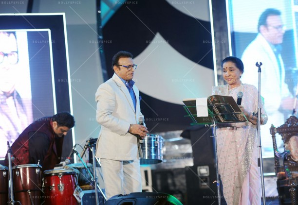 ACTOR ANNU KAPOOR & SINGER ASHA BHOSLE AT UTSAV 2014 EVENT IN KOLKATA