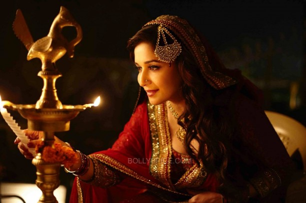 Dedh Ishqiya 6 612x407 Madhuri Dixit : In Dedh Ishqiya, there is everything for everybody   romance, betrayal, beautiful songs