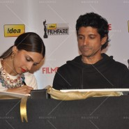 14feb FilmfareCoverDeepikaFarhan10 185x185 Special Report: Farhan Akhtar and Deepika Padukone unveil the special Filmfare issue