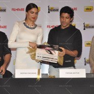 14feb FilmfareCoverDeepikaFarhan39 185x185 Special Report: Farhan Akhtar and Deepika Padukone unveil the special Filmfare issue