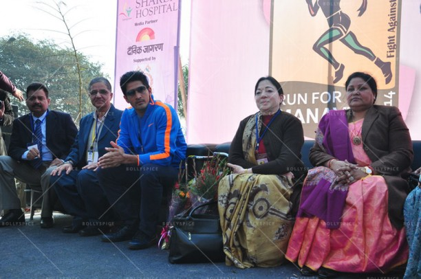 14feb FuglyVijendra CancerDay01 612x406 Fugly star Vijendra Singh inaugurates charity marathon on World Cancer Day